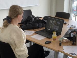 Agnes som tävlar i Ungdoms SM i CAD-konstruktion