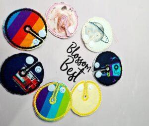 I Blossom + Bests sortiment finns bland annat fina och färgglada trakeostomiskydd.